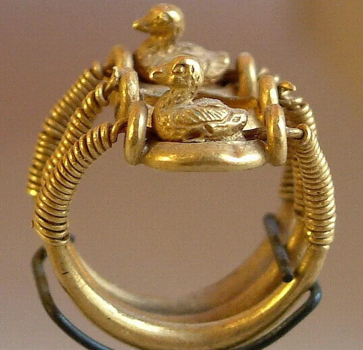 Ring with Ducks. Ramesses IV. Photo by: Guillaume Blanchard
