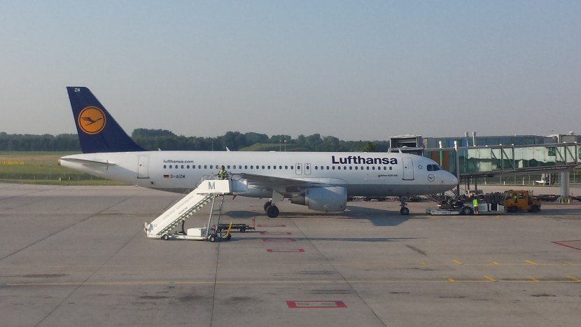 lufthansa austrian airlines merger Ip/09/1065 brussels, 1 st july 2009 mergers: commission opens in-depth investigation into proposed takeover of austrian airlines by lufthansa.