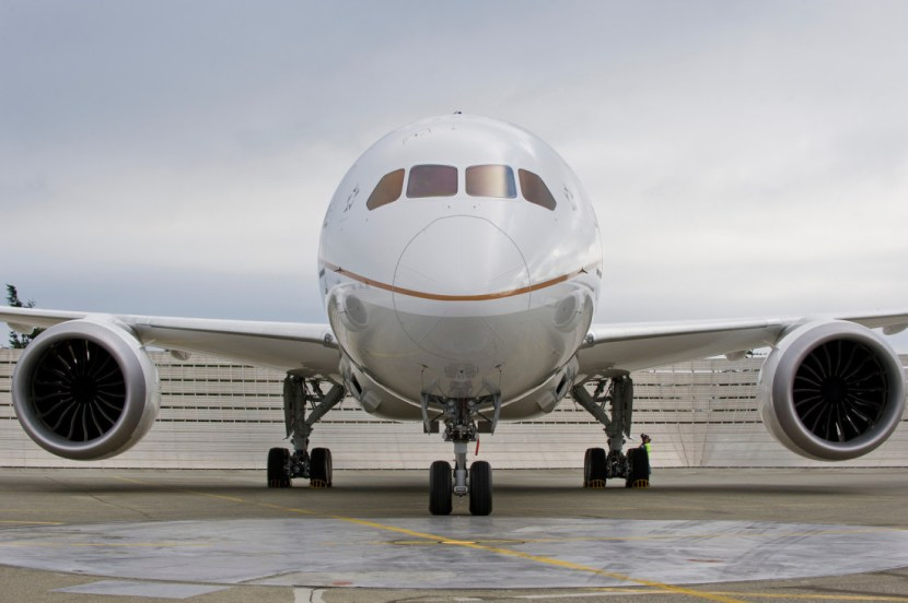 United Airlines Boeing 787 Dreamliner Exterior Shot