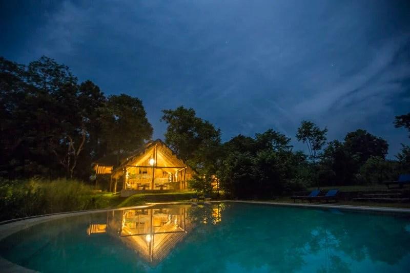galoya-pool-night