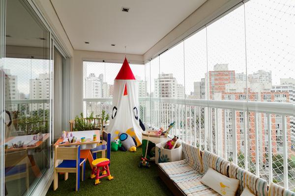 Jugar en espacios exteriores de nuestro hogar