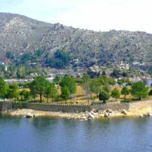 Alquiler de Isla Privada con Castillo en el Embalse de El Burguillo