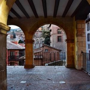 Vista de la Plaza Mayor en Albarracin en Teruel