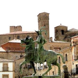 Estatua ecuestre Francisco PIzarro en Trujillo en la provincia de Cáceres