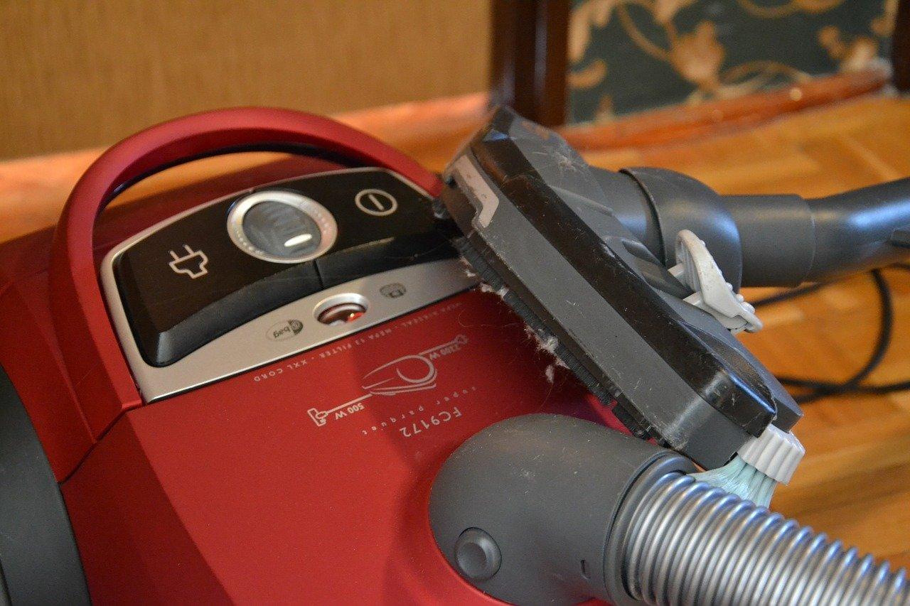 Staubsauger Roboter lösen solche herkömmlichen Staubsauger nach und nach ab.