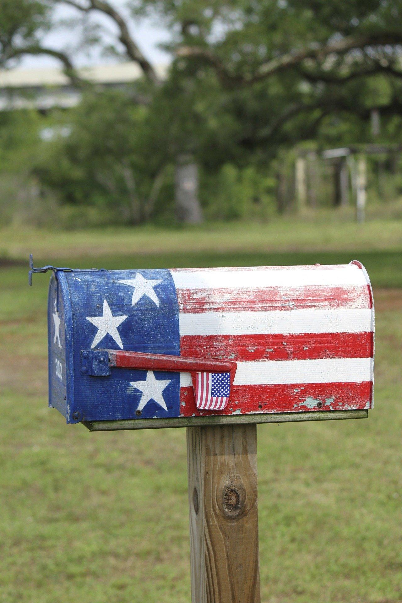 Amerikanische Briefkästen gibt es in unterschiedlichen Farben. Sie lassen sich jedoch auch gut selbst bemalen.