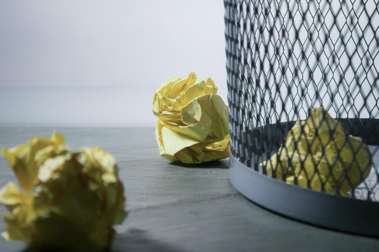 Dank eines Einbau Mülleimers ist der hässliche Müll und der Mülleimer selbst, nicht mehr sichtbar.
