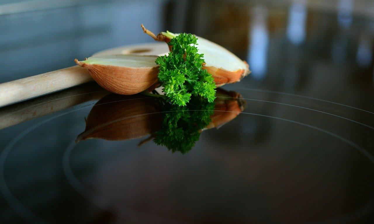 Kochen auf einem Induktionskochfeld ist deutlich effizienter.