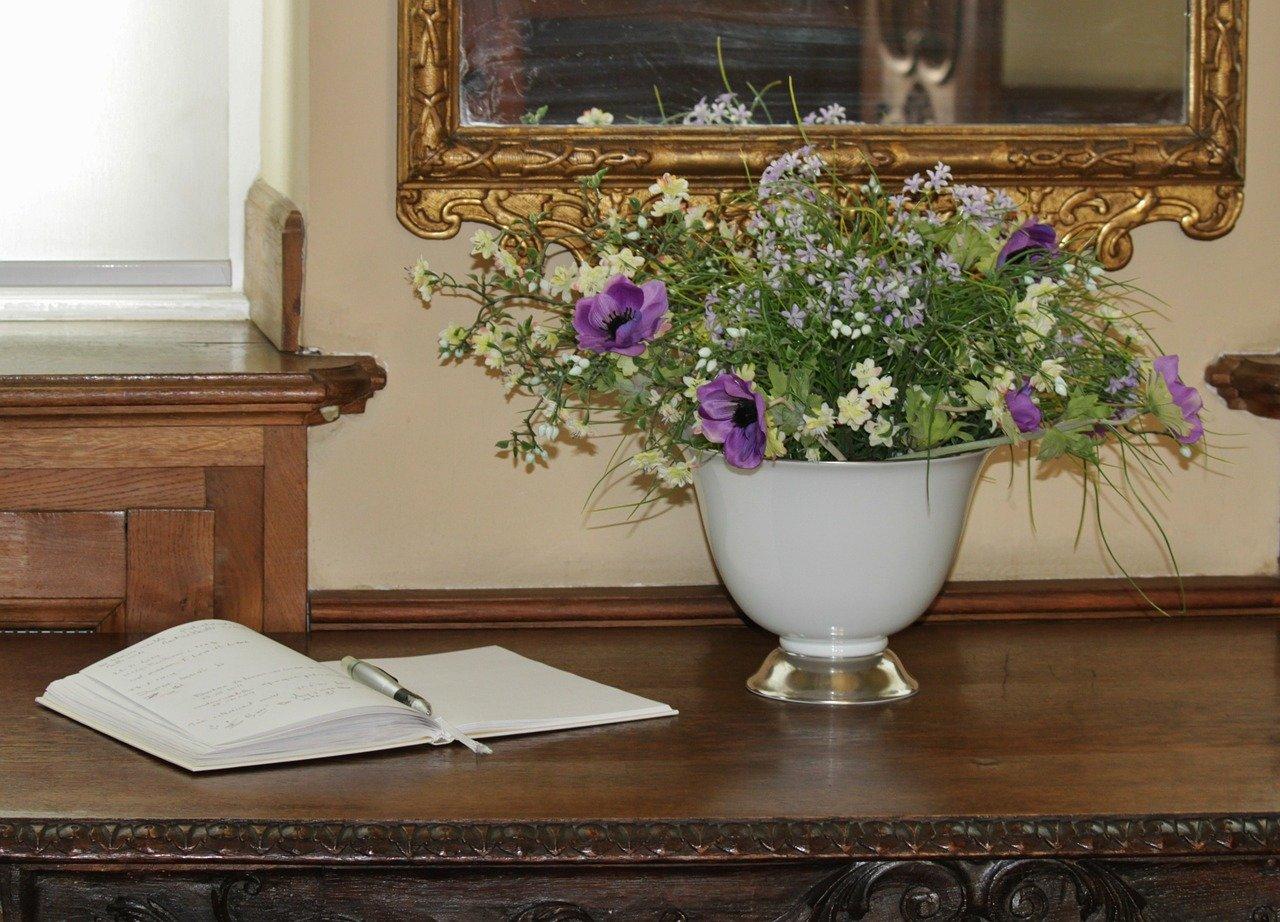 Achte darauf das Du das Gästebuch für alle Gäste sichtbar platzierst.