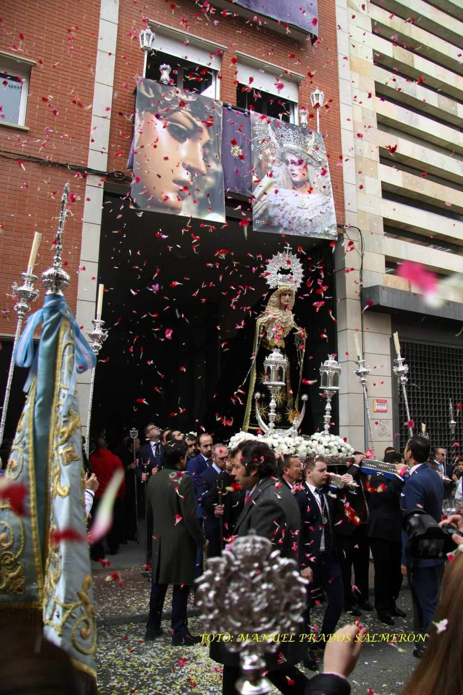 La Virgen del Rosario entra a la casa de hermandad de la Expiración.