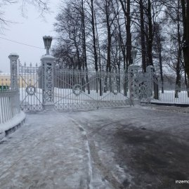 """""""That's a sweet gate"""" you might say. At the entrance to Alexander's Park at Pushkin."""