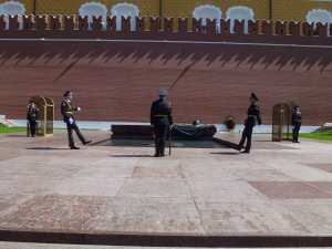 The honour guard at the memorial to the unknown soldier look like they're simultaneously falling backward.