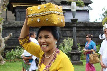 voyage-indonesie-bali-besakih-femme