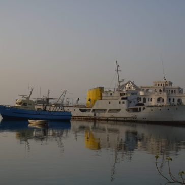 voyage-erythree-massawa-bateau-devant-palais-du-negus-alain-bavoil-01