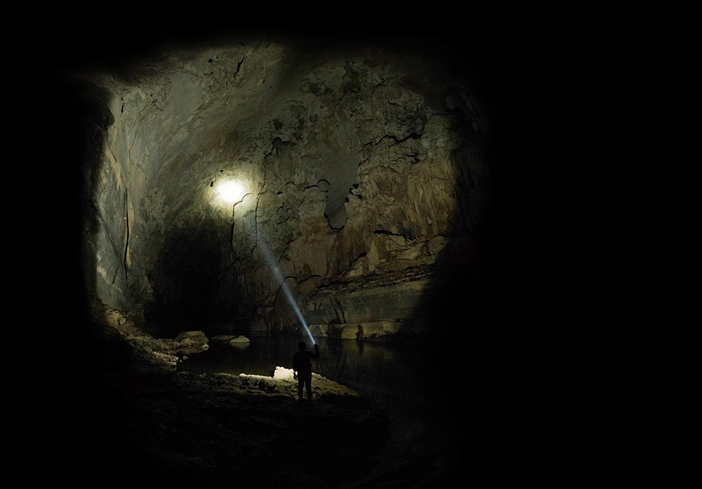 Inside Xe bangfai Cave