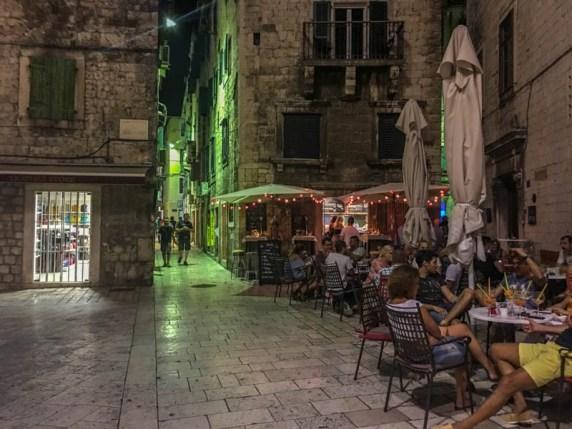 Kroatien Roadtrip: Altstadt von Split am Abend