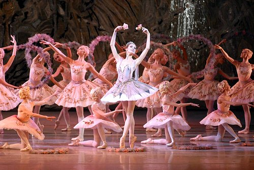 Ulyana Lopatkina & artists from the Mariinsky Ballet in Le Corsaire. Photo:The Mariinsky Theatre ©. Source: Exploredance.com