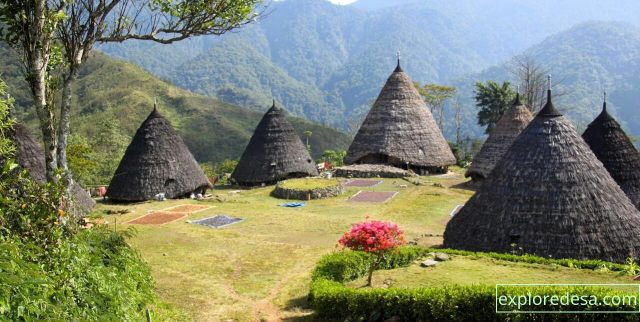 Wae Rebo is an old Manggaraian village, situated in pleasant, isolated mountain scenery. The village offers visitors a unique opportunity to see authentic