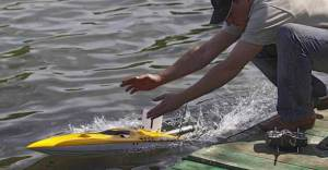 How Does An RC Boat Work?