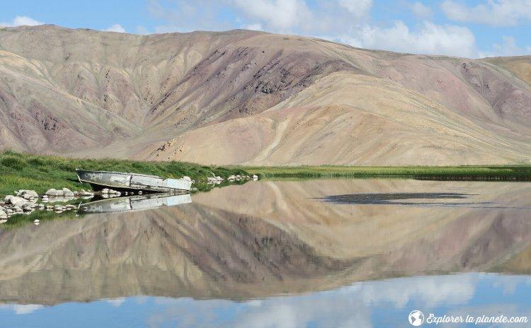 Effet miroir sur le lac Bulunkul au Tadjikistan