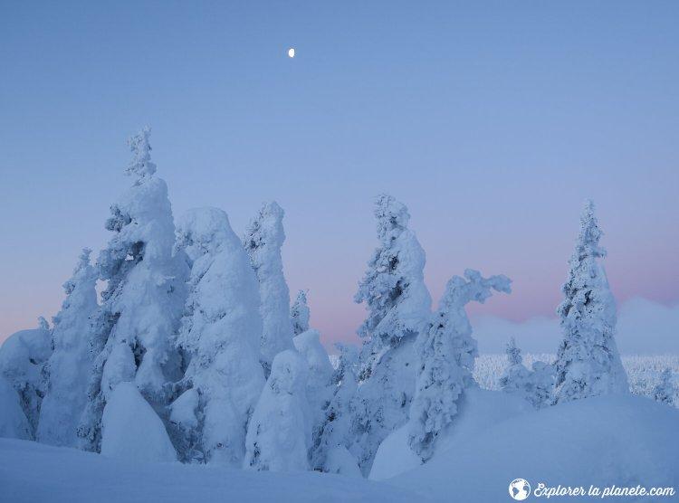 Lever du jour avec lune dans le secteur du Mont Logan dans les Chics Chocs