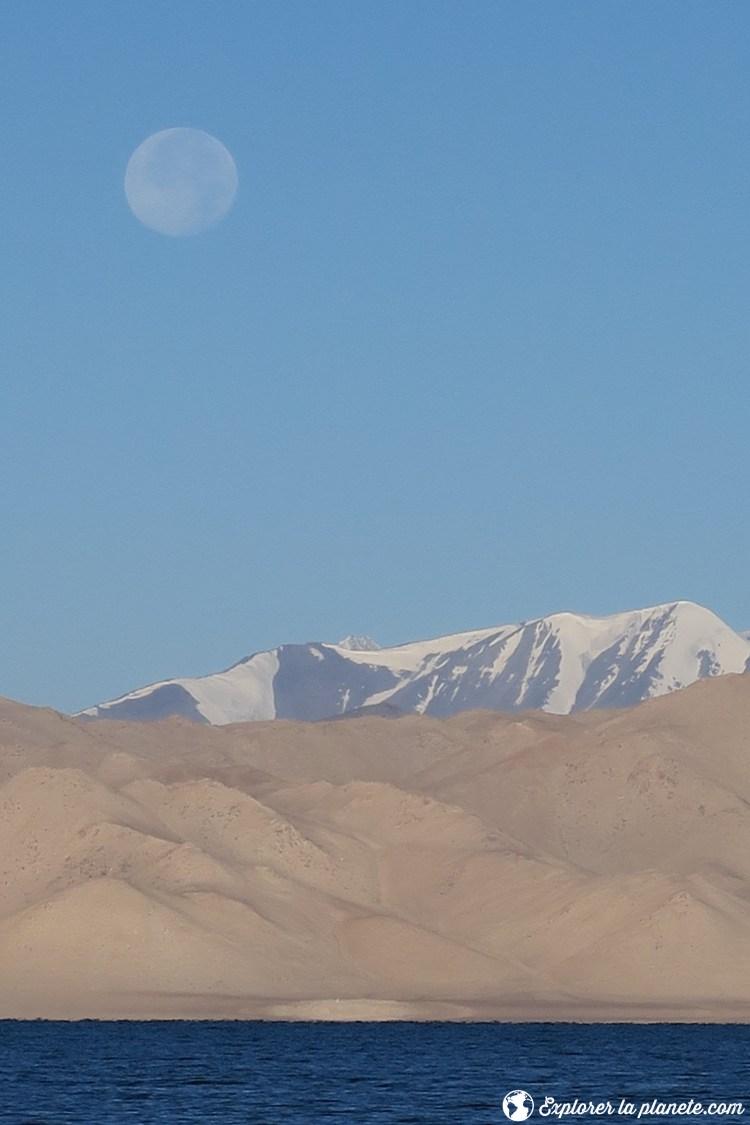 Lac Karakul avec Lune