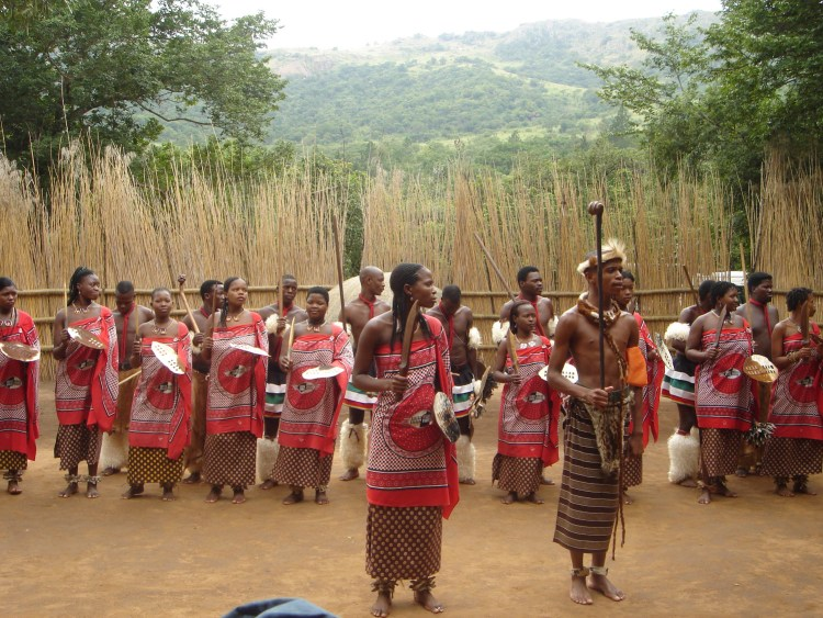 tribu qui danse au Swaziland destinations en dehors des sentiers battus