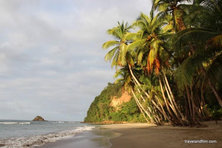 Plage de Batibou bay en Dominique au coucher de Soleil destinations en dehors des sentiers battus