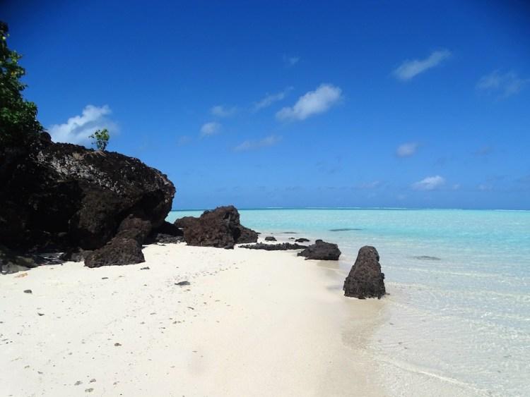 Plage déserte de Maupiti en Polynésie française destinations en dehors des sentiers battus