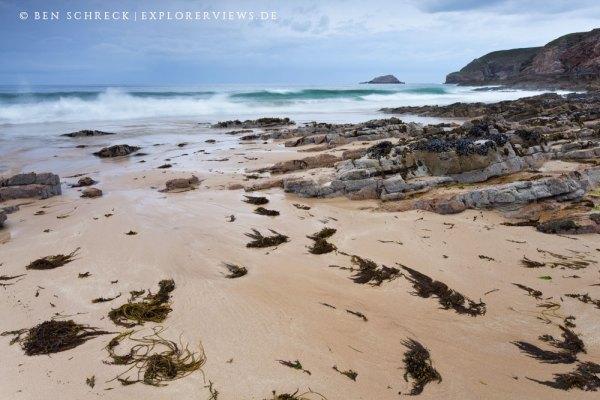 Wellen wilder Strand