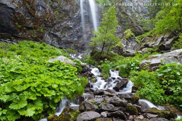 Wasserfall in den Bergen