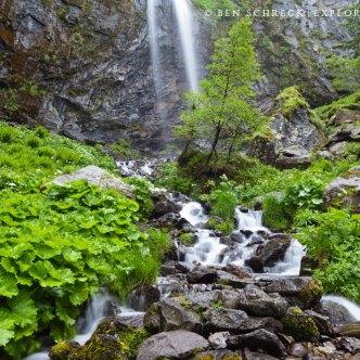 Wasserfall in den Bergen 2762