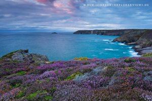 Meer und Steilküste Heidelandschaft
