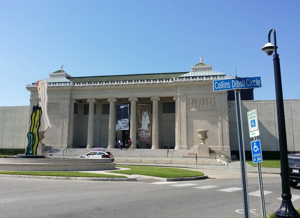 shows the front of the New Orleans Museum of Art
