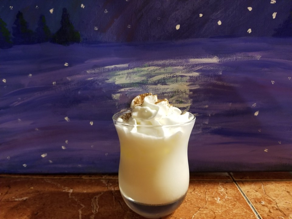 Picture of an eggnog Aperitif, an easy Christmas cocktail