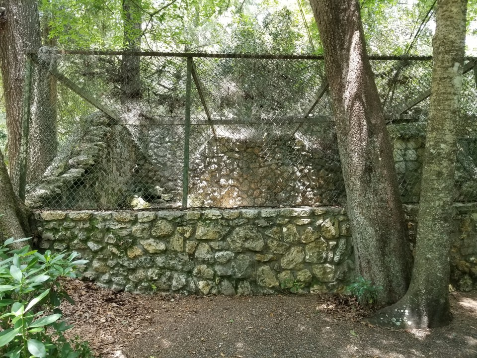 remnant of a zoo cage at rainbow springs state park