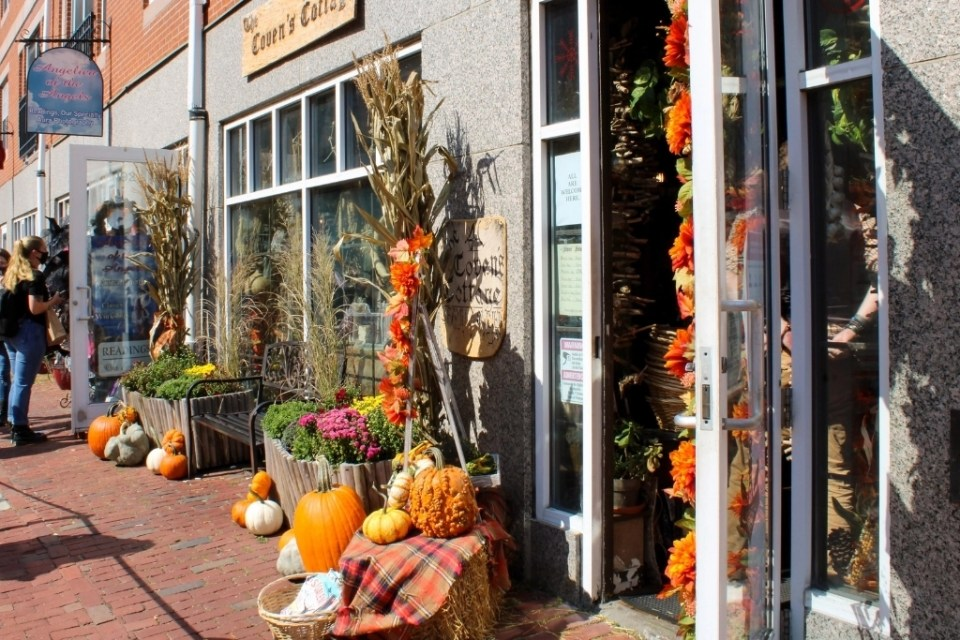fall foliage and decor in downtown Salem