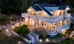 Hidden gem on Vashon Island. An awesome home in Burton.