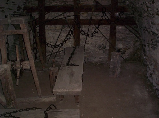 the castle dungeon and the oubliette the truth about these medieval prisons exploring castles. Black Bedroom Furniture Sets. Home Design Ideas