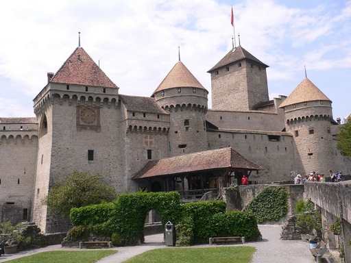 chillon_castle_courtyard.jpg (512×384)