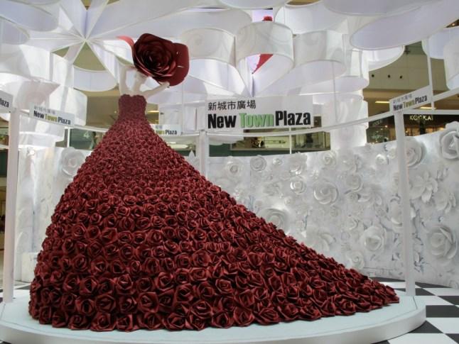 zoe-bradley-installation-paper-head-piece-new-town-plaza-2-1024x768