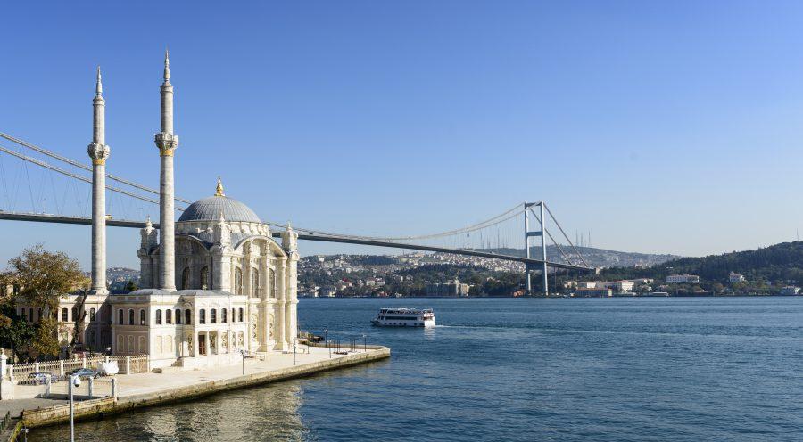La mezquita de Ortakoi en Turquía.