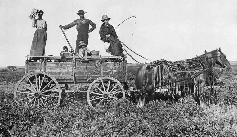A Kansas water wagon in the year 1900