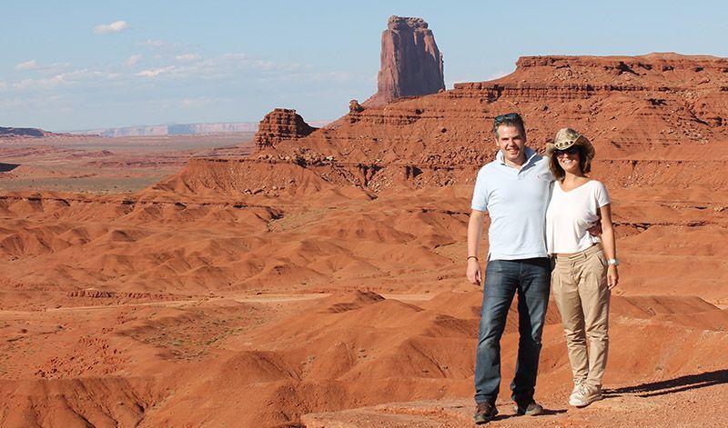 Pedro y Yolanda en Monument valley Exprime Viajes