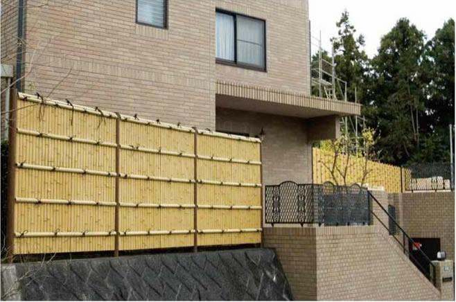 人工竹垣 組立てセット「建仁寺垣A型(柱見せタイプ)片面 さらし竹・木目調柱見せタイプ」
