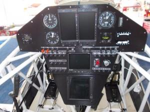 Extra 330LT-panel
