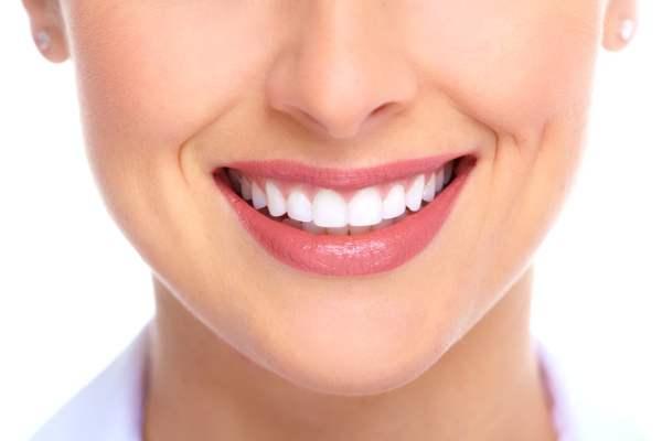 apple whitens teeth