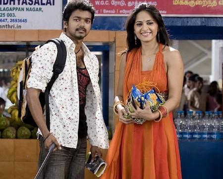 https://i1.wp.com/www.extramirchi.com/wp-content/uploads/2009/06/Vijay-Anushka-Vettaikaran-Movie-still.jpg