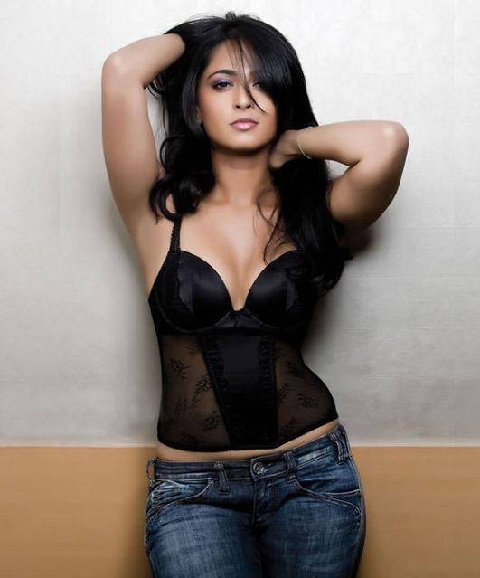 normal_Telugu_actress_Anushka_Shetty_hot_photoshoot_7.jpg