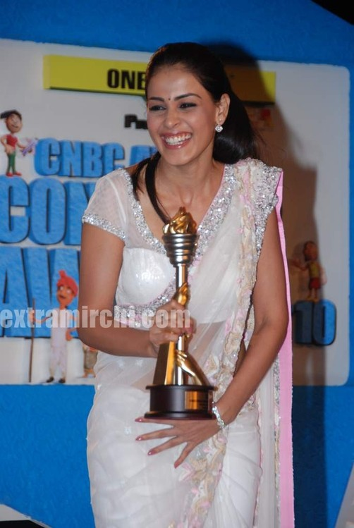 Genelia-dsouza-at-CNBC-Awaaz-Consumer-Awards-10.jpg